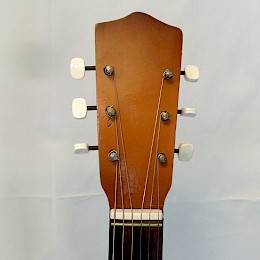 Huttl Folkamp guitar 2