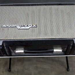 70s Ampli-Vox batterie operated guitar amplifier made in Italy 2